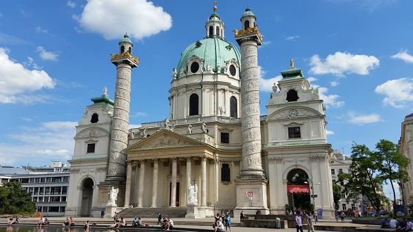 Pest Wiener Karlskirche