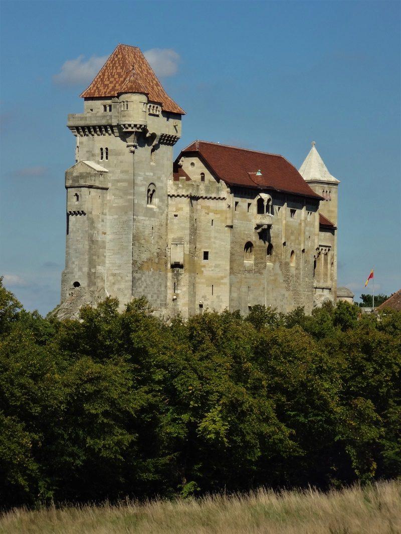 Tagesfahrt Wienerwald Burg Liechtenstein