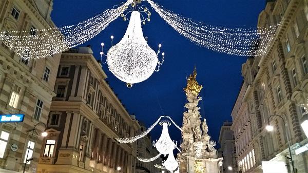 Stadtspaziergang Wiener Weihnachtsbeleuchtung Graben mit Pestsäule